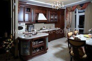 Классическая кухня в изысканном итальянском стиле изготовлена на заказ по индивидуальному проекту.