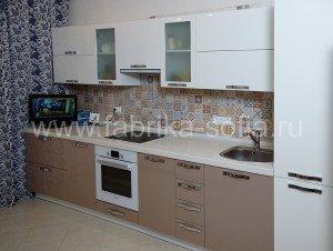 Простая и стильная кухня в соврменном стиле.